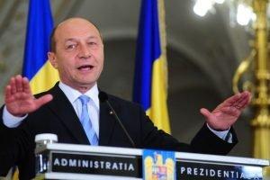 Presedintele Traian Basescu face o declaratie de presa dupa consultarile cu reprezentantii partidelor politice parlamentare si ai grupului independentilor, pe tema revizuirii Constitutiei