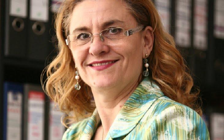 Agramata Maria Grapini, fruntasa greselilor gramaticale, are tupeul sa incerce sa-l atace pe Liiceanu!